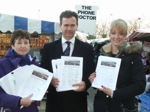 Mark Lancaster MP receives 10,00 signatures in support of MK Market and Secklow Gate.
